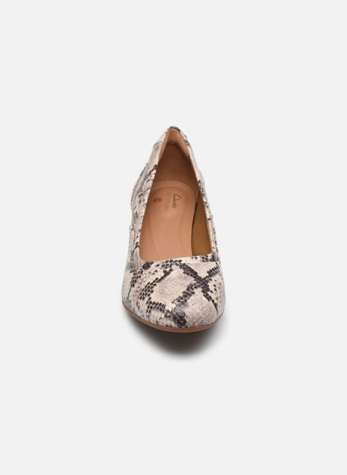 Zapatos de tacón Clarks Unstructured Un Cosmo Step Beige vista del modelo