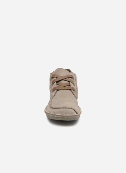 Chaussures à lacets Clarks Unstructured Funny Dream Gris vue portées chaussures