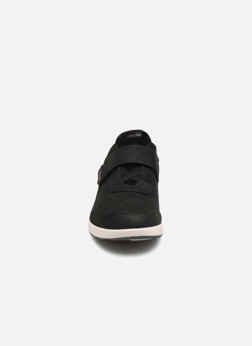 Sneakers Clarks Unstructured Un Adorn Lo Nero modello indossato