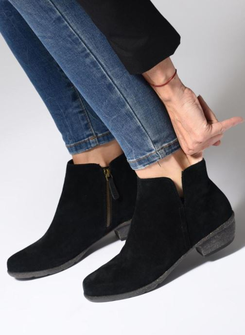 Bottines et boots Clarks Unstructured Wilrose Frost Noir vue bas / vue portée sac