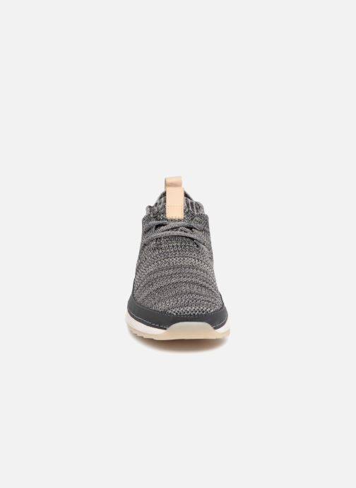 Baskets Clarks Tri Native. Gris vue portées chaussures