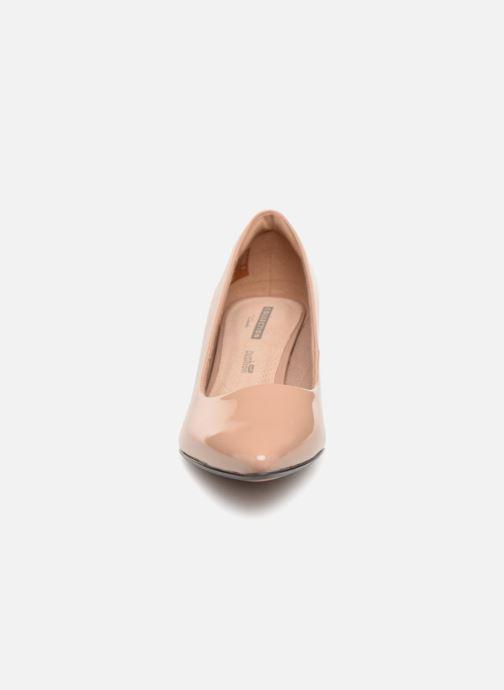 Zapatos de tacón Clarks Linvale Jerica Beige vista del modelo