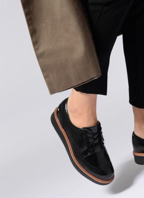 Schnürschuhe Clarks Teadale Maira schwarz ansicht von unten / tasche getragen
