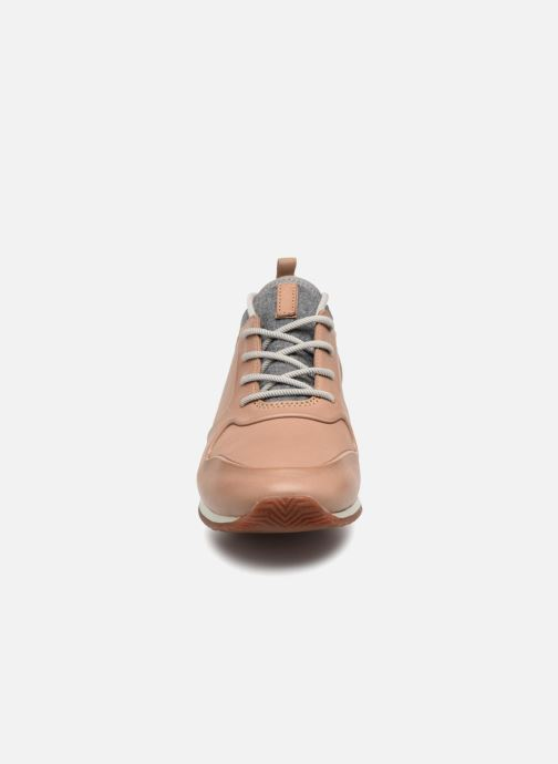 Baskets Clarks Hero Fuse. Beige vue portées chaussures