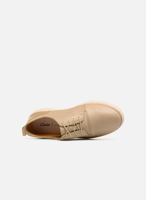 Snörade skor Clarks Hale Lace. Beige bild från vänster sidan
