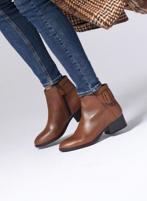 Bottines et boots Clarks Elvina Dream Marron vue bas / vue portée sac