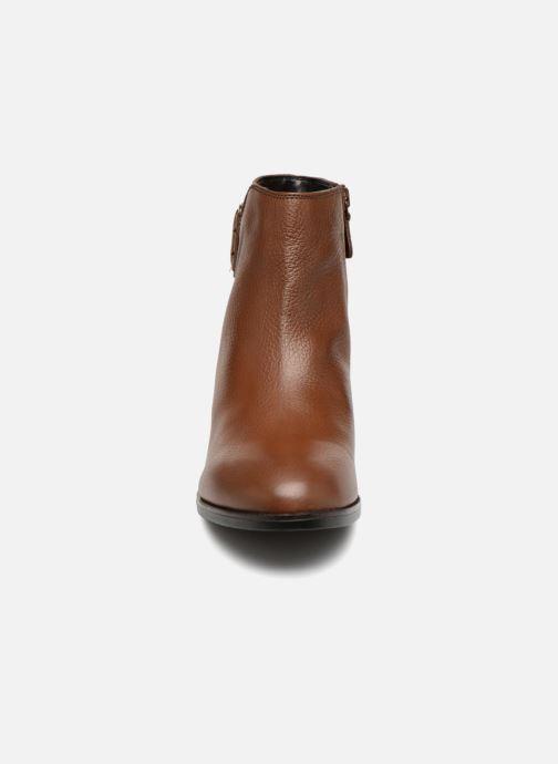 Bottines et boots Clarks Elvina Dream Marron vue portées chaussures