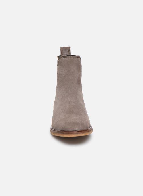 Bottines et boots Clarks Clarkdale Arlo Gris vue portées chaussures