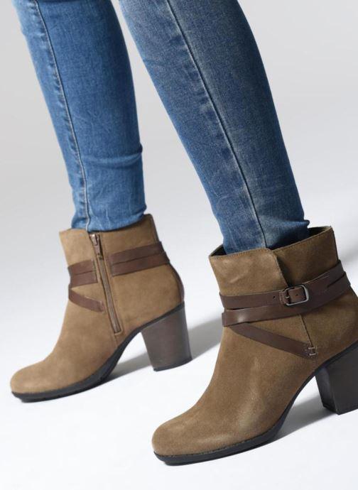 Bottines et boots Clarks Enfield Coco Marron vue bas / vue portée sac