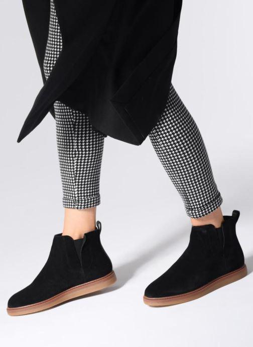 Stiefeletten & Boots Clarks Dove Madeline schwarz ansicht von unten / tasche getragen