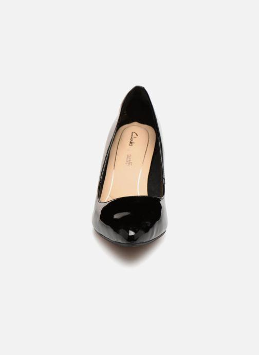 Zapatos de tacón Clarks Laina Rae Negro vista del modelo