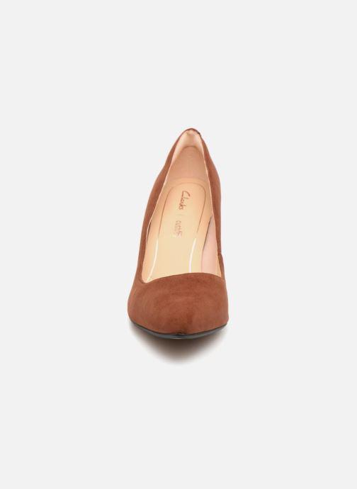 Pumps Clarks Laina Rae Brun bild av skorna på