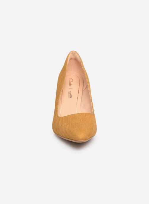 Escarpins Clarks Laina Rae Jaune vue portées chaussures