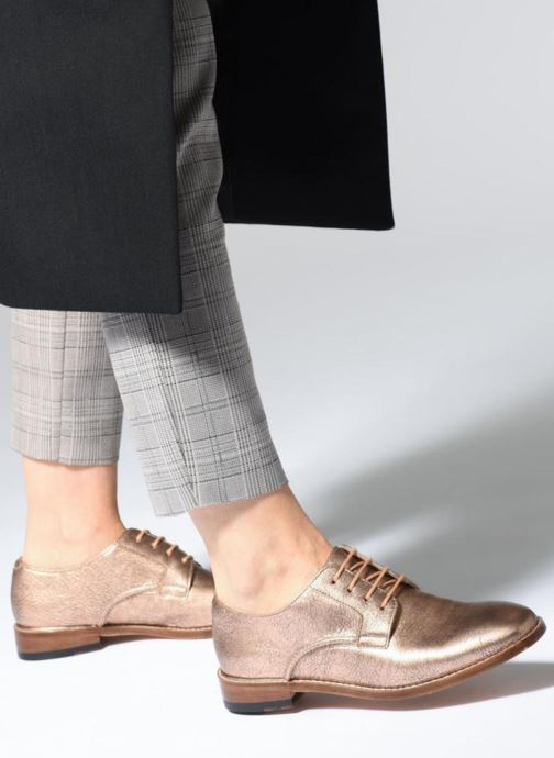 Chaussures à lacets Clarks Ellis Scarlett Rose vue bas / vue portée sac