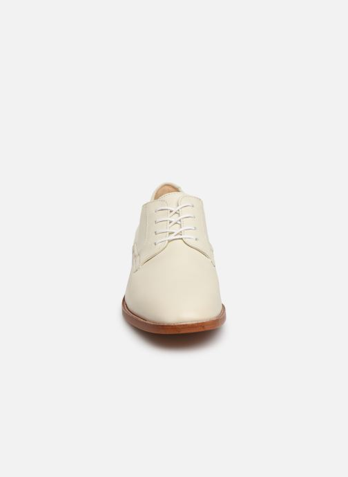 Chaussures à lacets Clarks Ellis Scarlett Blanc vue portées chaussures