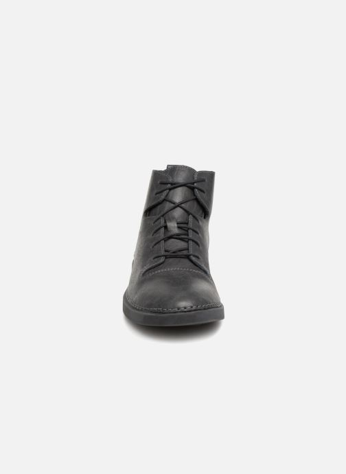 Bottines et boots Clarks Hale Rise. Gris vue portées chaussures