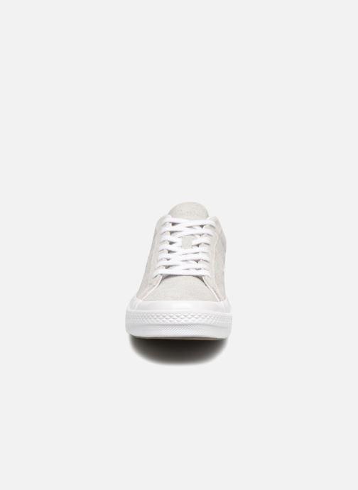 Baskets Converse One Star Ox Ash Gris vue portées chaussures