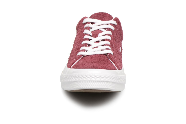 Baskets Converse One Star Ox M Bordeaux vue portées chaussures