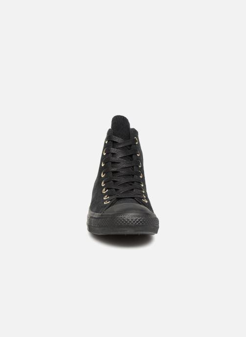 Sneakers Converse Chuck Taylor Hi M Nero modello indossato