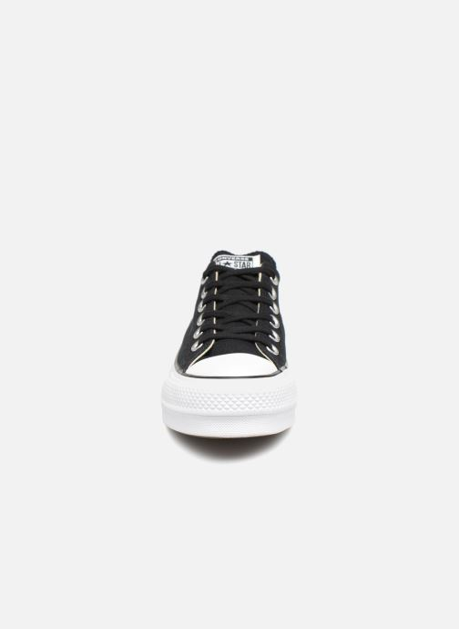 Sneakers Converse Chuck Taylor Lift Ox Nero modello indossato