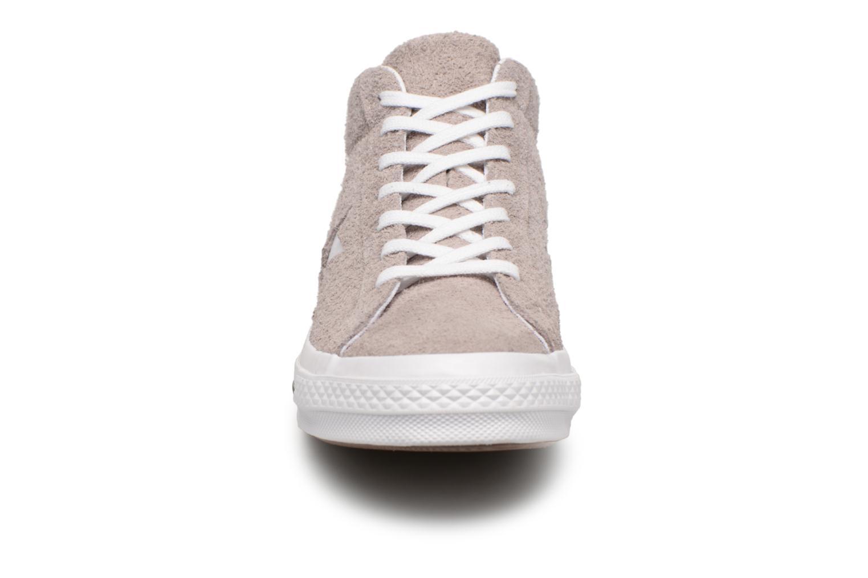 Baskets Converse One Star Mid Marron vue portées chaussures
