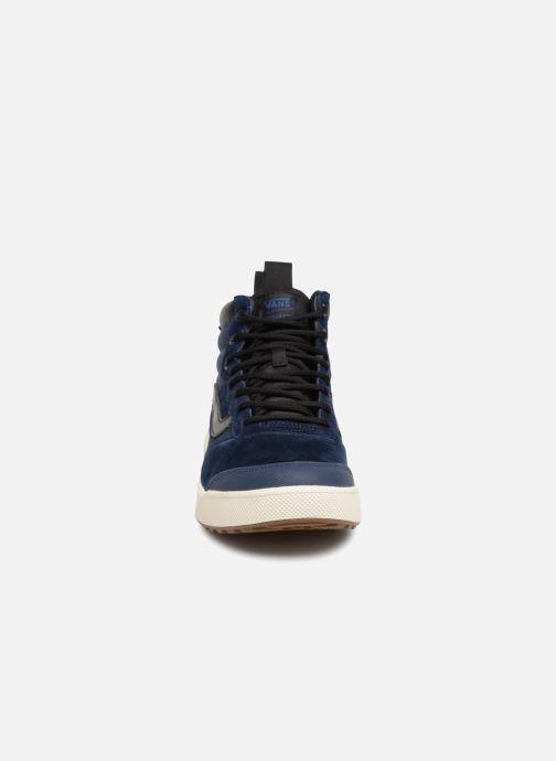 Sneakers Vans UltraRange Hi MTE Azzurro modello indossato