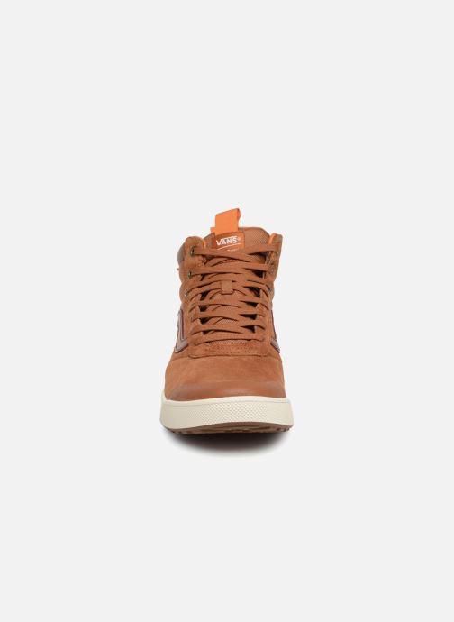 Sneakers Vans UltraRange Hi MTE Arancione modello indossato