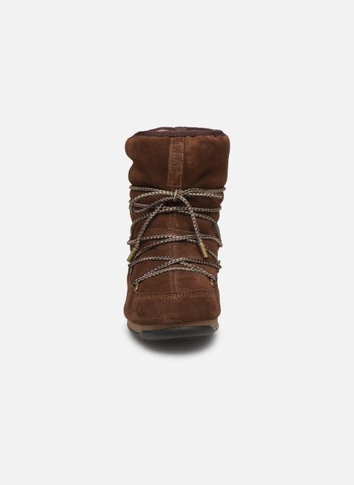 Chaussures de sport Moon Boot Moon Boot Low Suede Wp Marron vue portées chaussures
