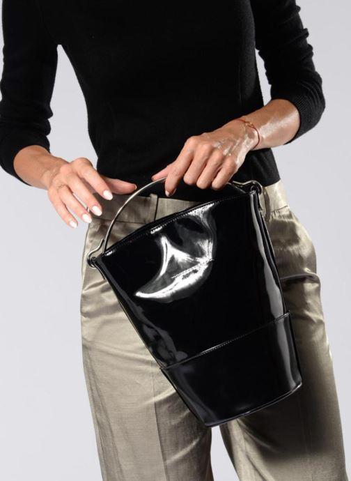 Handtaschen MM6 Martin Margiela BORSA schwarz ansicht von unten / tasche getragen