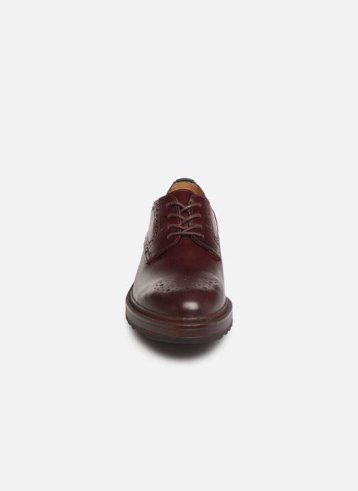 Snörade skor Kickers ARCHIE Vinröd bild av skorna på