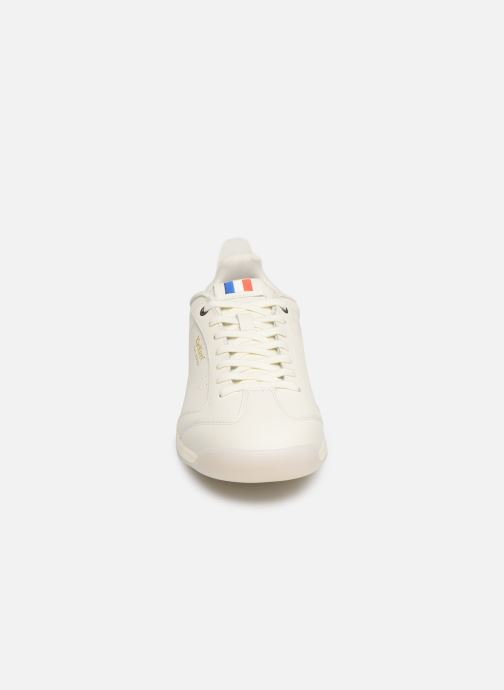 Baskets Kickers KICK 18 M Blanc vue portées chaussures