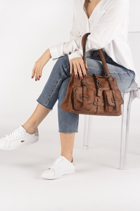 Handtaschen Tamaris Bernadette Shoulder Bag braun ansicht von unten / tasche getragen