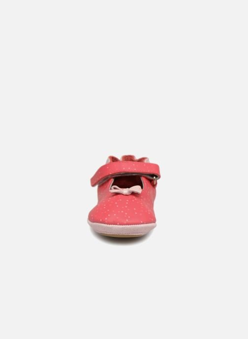 Pantofole Robeez DOTTIES Rosa modello indossato