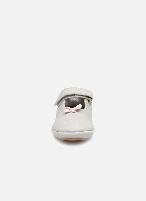 Chaussons Robeez DOTTIES Gris vue portées chaussures