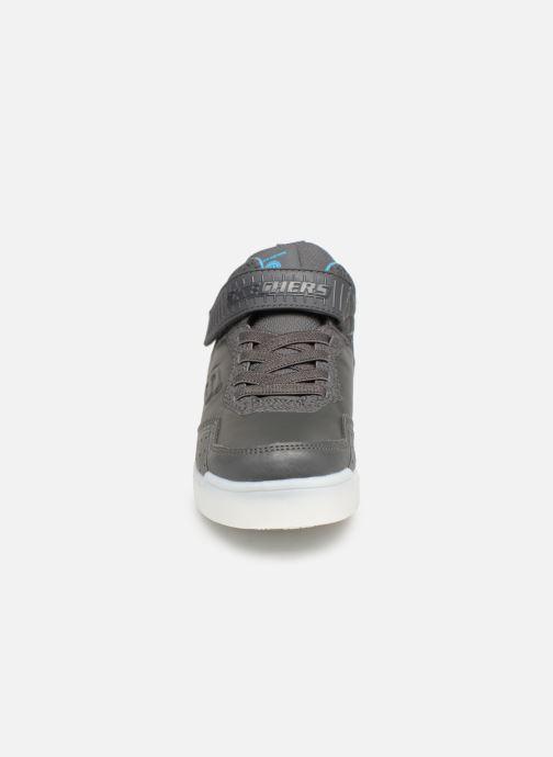 Sneakers Skechers E-Pro II Merrox II Grigio modello indossato