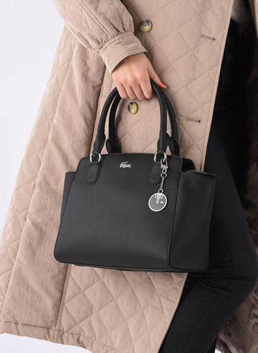 Handtaschen Lacoste DAILY CLASSIC Bag schwarz ansicht von unten / tasche getragen