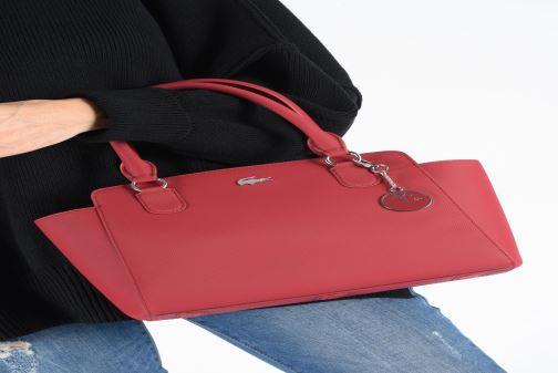 Handtaschen Lacoste Daily Classic Shopping Bag weinrot ansicht von unten / tasche getragen