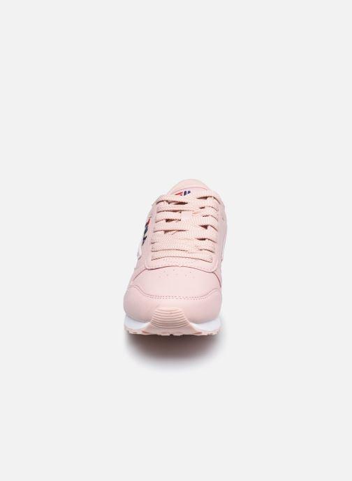 Baskets FILA Orbit Low W Rose vue portées chaussures