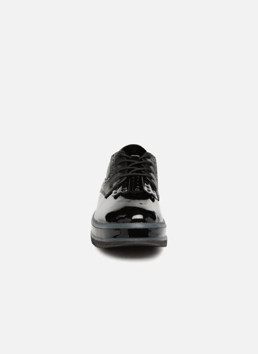 Scarpe con lacci Tamaris NATA Nero modello indossato