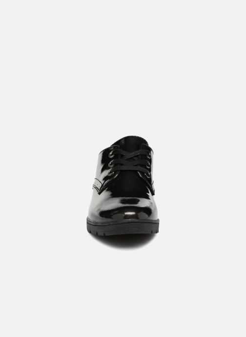Scarpe con lacci Jana shoes MELOC Nero modello indossato