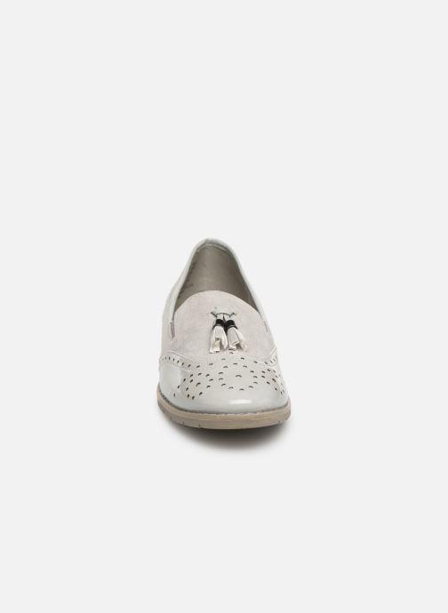 Mocassini Jana shoes MOUNIA Grigio modello indossato