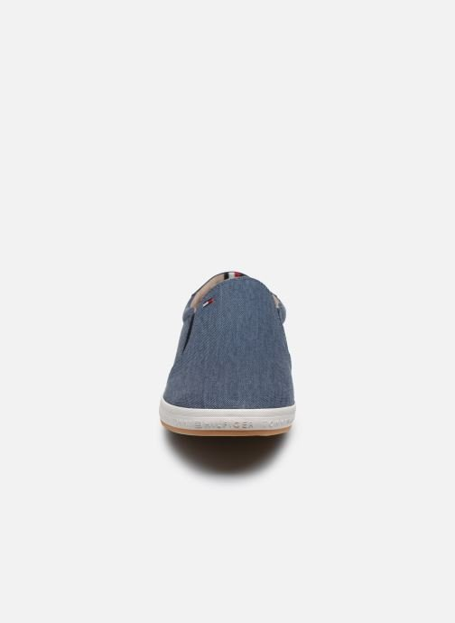 Baskets Tommy Hilfiger Howell 2D2 Bleu vue portées chaussures