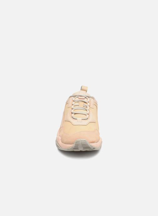Sneakers Puma Thunder Desert W Beige modello indossato