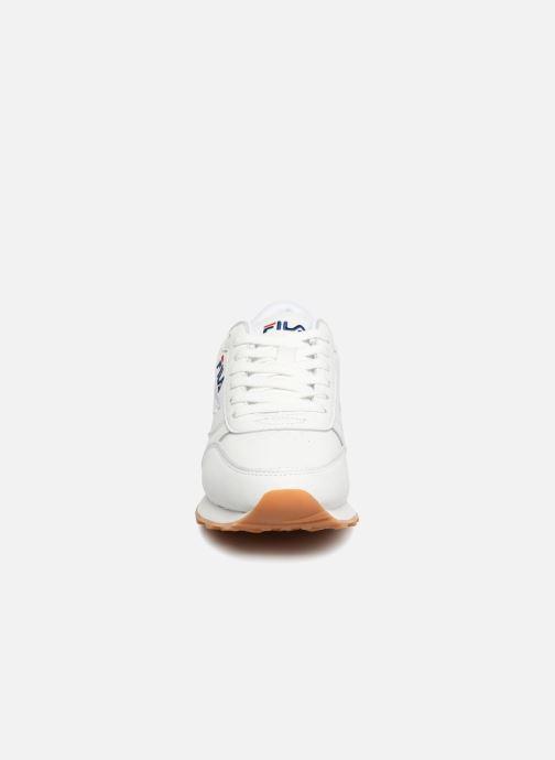 Baskets FILA Orbit Jogger Low W Blanc vue portées chaussures