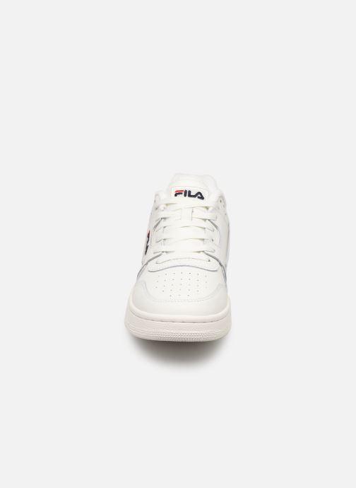 Baskets FILA Arcade Low Blanc vue portées chaussures