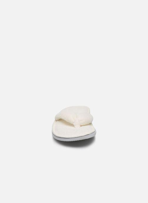 Pantuflas Sarenza Wear Chaussons tongue Femme Blanco vista del modelo