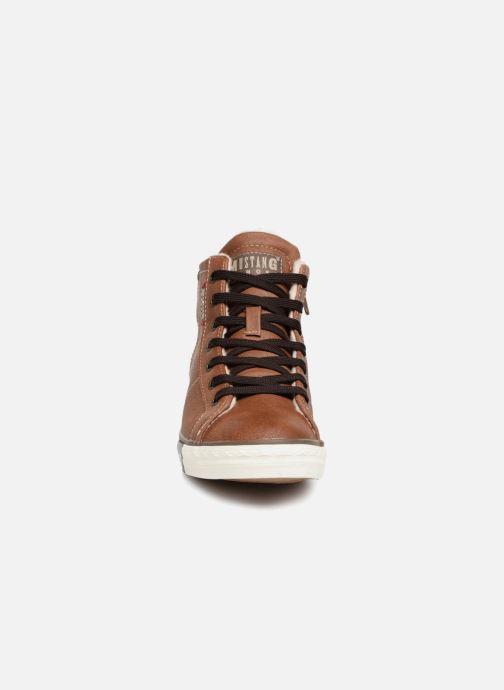 Baskets Mustang shoes Claudio Fourré Marron vue portées chaussures