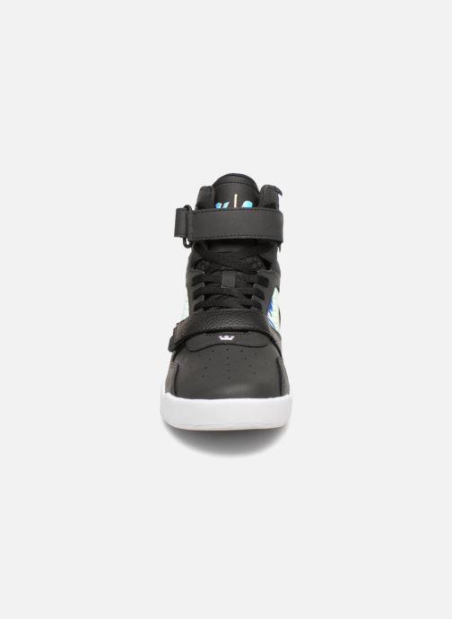 Sneakers Supra Breaker Nero modello indossato