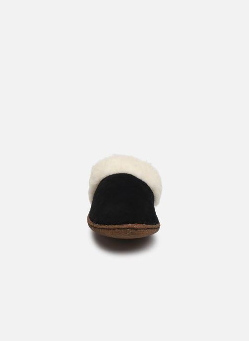Slippers Sorel Nakiska Slide II Black model view