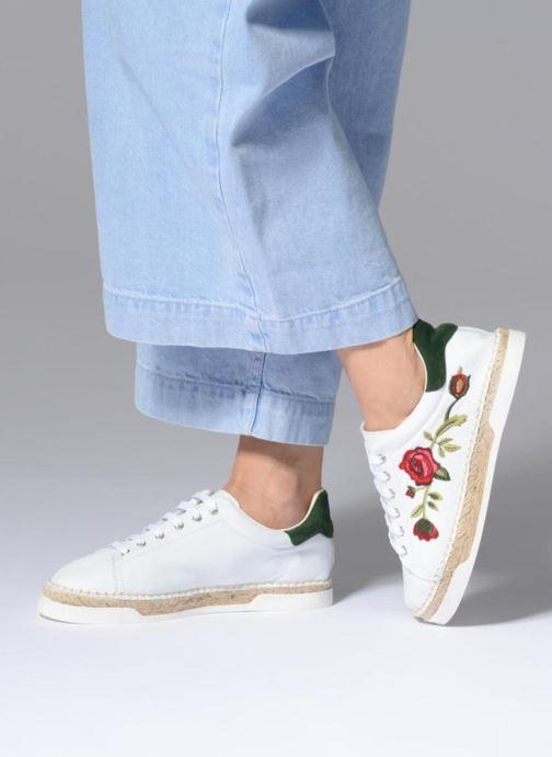 Sneaker Canal St Martin LANCRY FELURS weiß ansicht von unten / tasche getragen